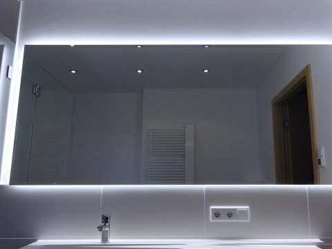 Beleuchteter-Spiegel-Nach-Maß-Mit-Led-Glasvoit