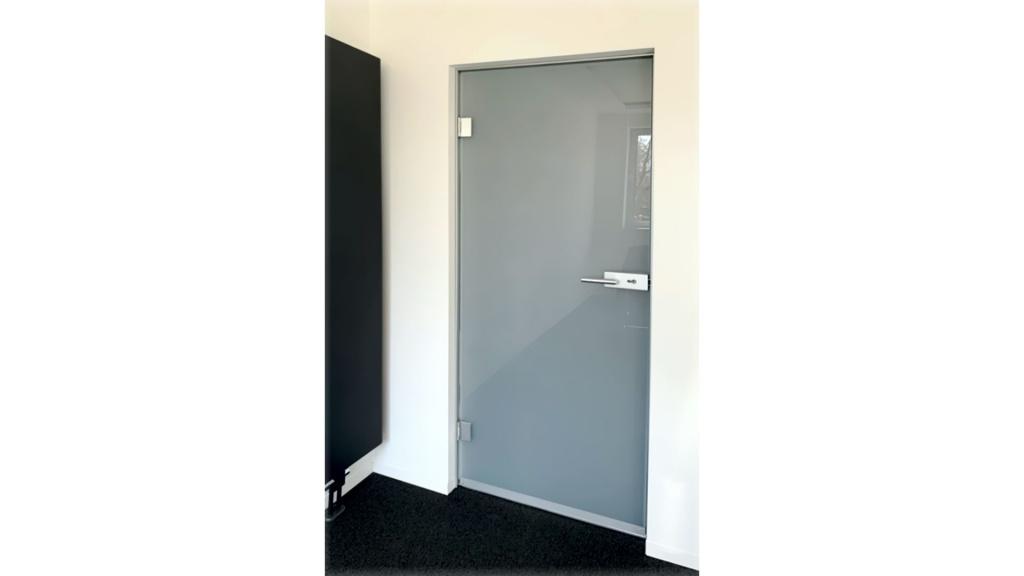Folierte Tür aus Verbundsicherheitsglas