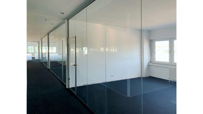 Transparente Büroabtrennungen aus Glas