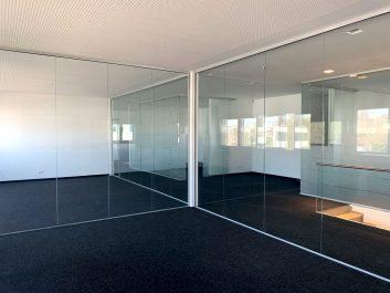 Besprechungsraum Mit Ganz-Glas-Trennwänden