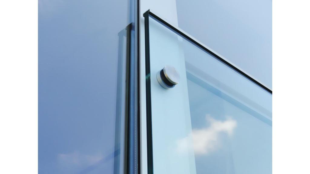 Halterung aus Edelstahl für Glasabsturzsicherung