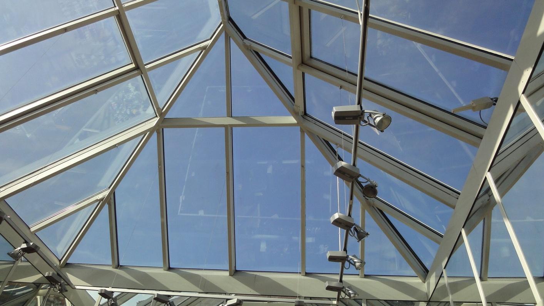 Dachverglasung von Innen eines Spitzdaches