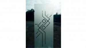 Sandgestrahlte Tür mit Motiv des Kunden