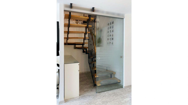 Glasschiebetür Sonderkonstruktion Treppe