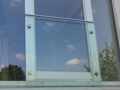 55-Glas-Bruestung