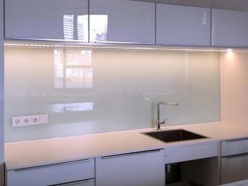 Küchenrückwand Aus Glas Lackiert