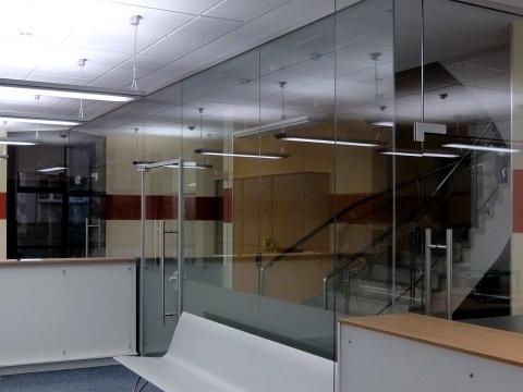 Trenwannd-Aus-Glas-Nach-Maß-Glasvoit