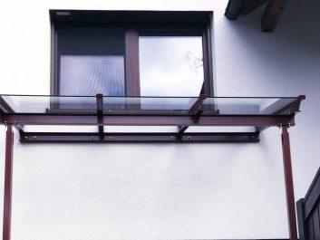 Glasvordach Stahlstreben