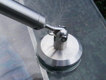 Punktuelle Glasvordachhalterung Aus Edelstahl