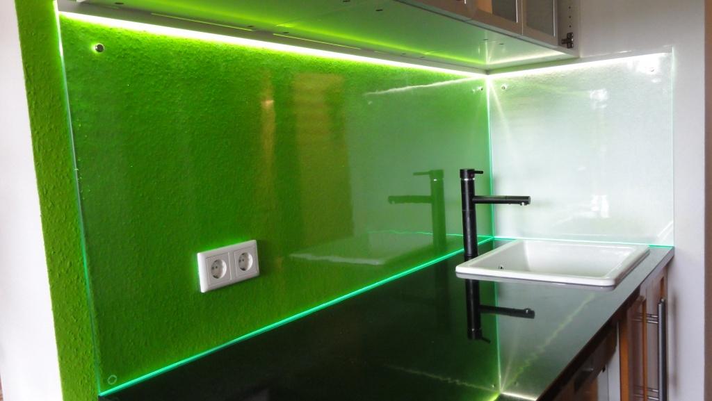 Glasrückwand mit LED