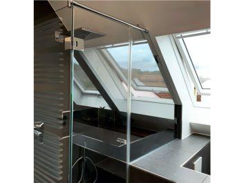Glasdusche Nach Maß An Einem Dachgefälle