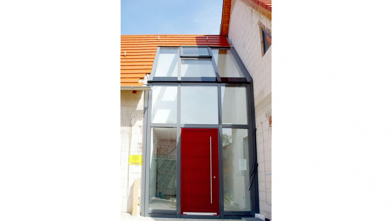 Verglaster Hauseingangsbereich
