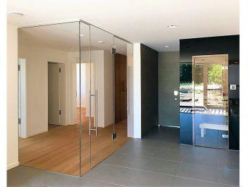 Glastrennwand Als Raumteiler Mit Glastüre