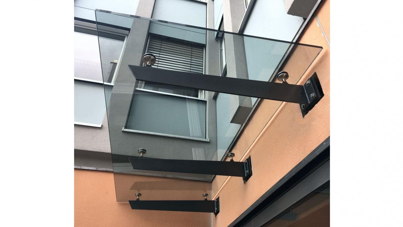 Glasvordach Eingangsbereich