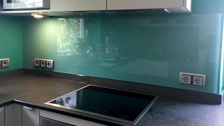 Küchenrückwand aus Glas maßgefertigt