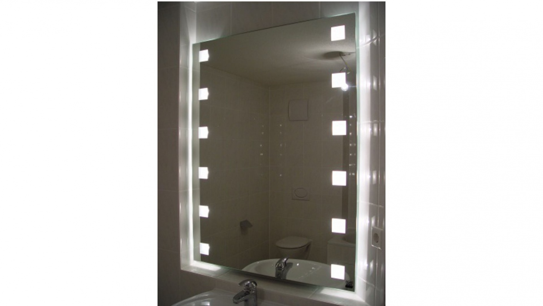 Spiegel mit Leuchtquadraten
